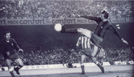Horacio Seguí capturando una de las fotos más célebres de la historia del fútbol